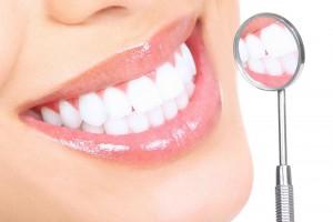 Как отбелить зубы в домашних условиях: секреты ослепительной улыбки